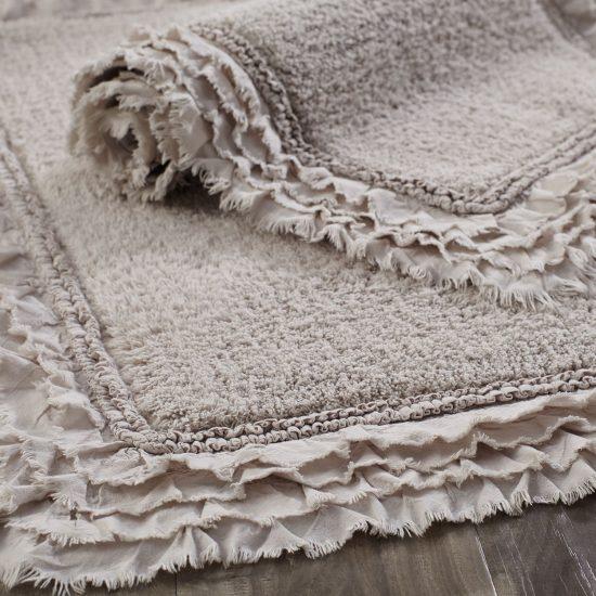 ruffled bath mat