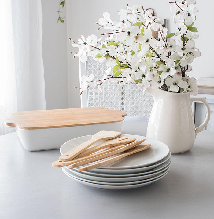 white-and-wood-kitchen-accessories