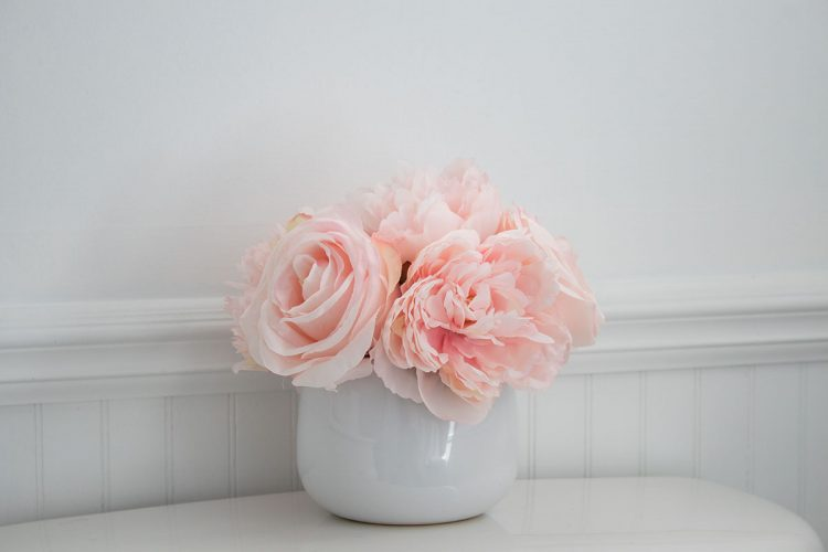 Spring-floral-arrangement-soft-pink