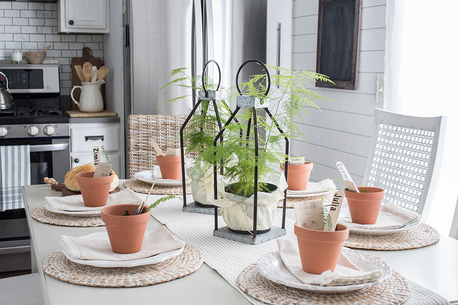 spring-table-with-the-cutest-little-place-setting-idea