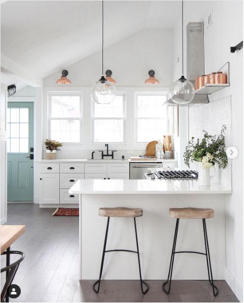 white kitchen blue door