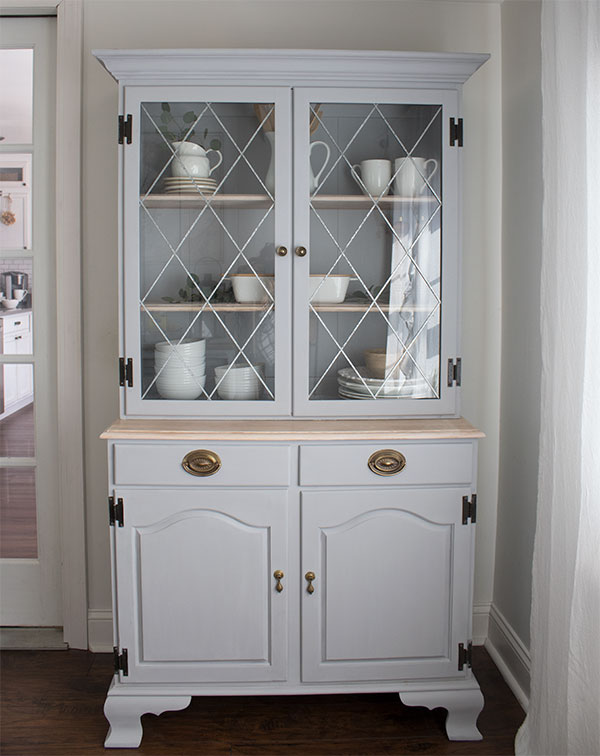 Awesome furniture makeover, you have to see the before and after of this hutch!