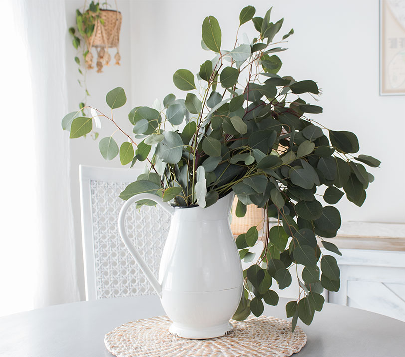 simple-eucalyptus-centerpiece