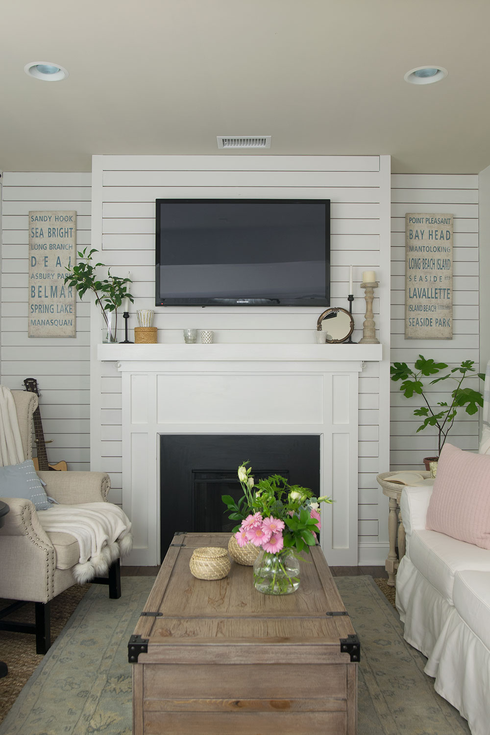 neutral family room decorating