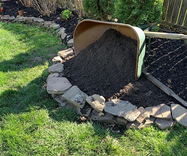 how to use an old wheelbarrow as a DIY spilled garden planter