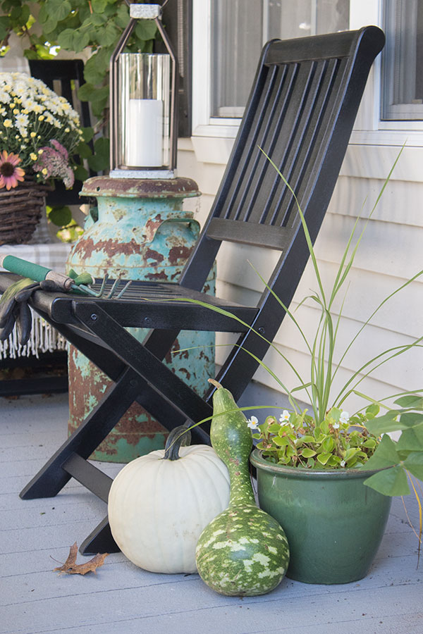 Small-Front-Porch-Decorating-Ideas