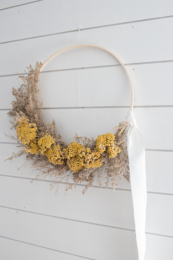 DIY wreath using dried flowers
