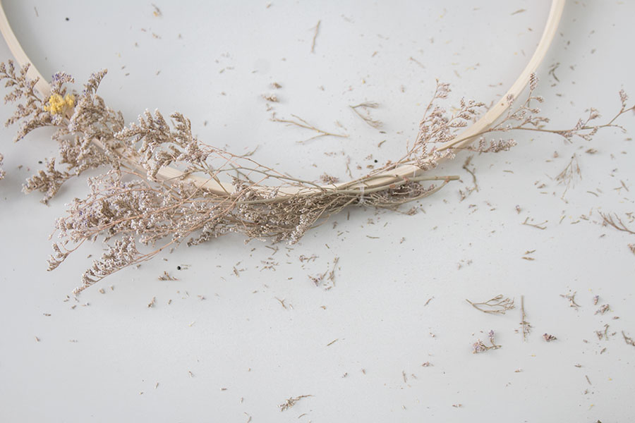 How to make a wreath using dried flowers