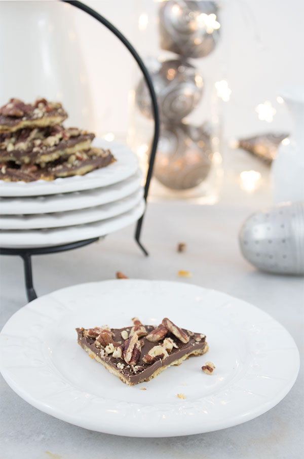 Easy 5 ingredient cookie recipe Christmas bark with chocolate and pecans