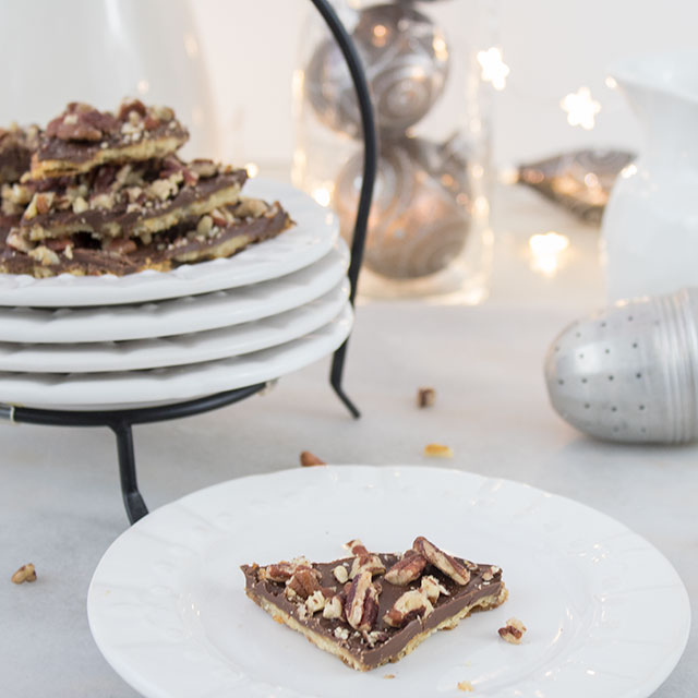 Holiday cookie bark with chocolate and pecans, simple recipe!