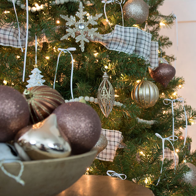 simple and cheap decorating ideas for your tree that look beautiful!