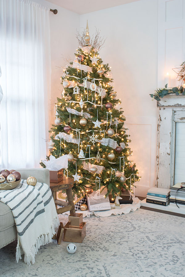 Christmas tree decorating ideas, lots of themes, from traditional to rustic in this Home Style blog hop.