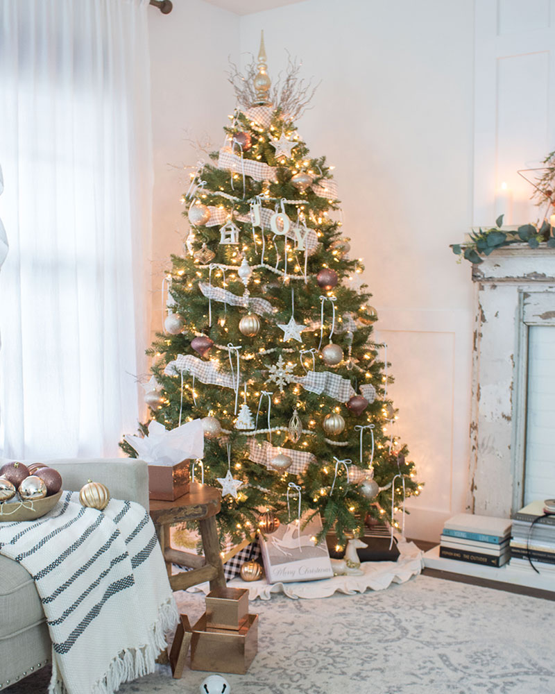 Cottage Style Christmas tree decorating ideas with ribbon trim and vintage ornaments