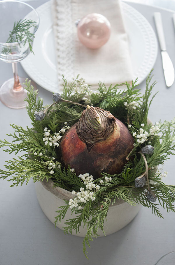 Easy Christmas centerpiece that you can make in 5 minutes.