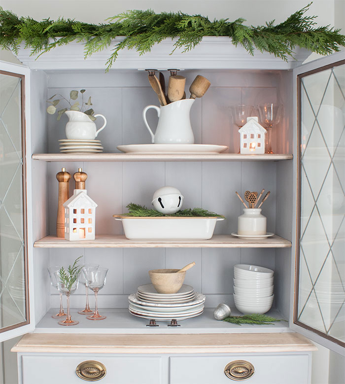 vintage Christmas decorating, creating the aesthetic