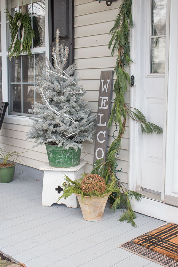 Small front porch Christmas decor ideas