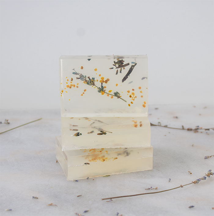 organic lavender and bee pollen soap using essential oils