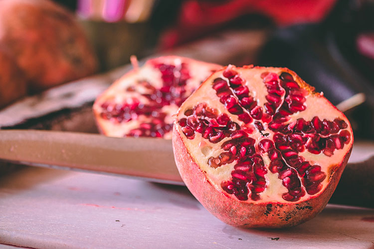 pomegranate essential oil health benefits - full of antioxidants