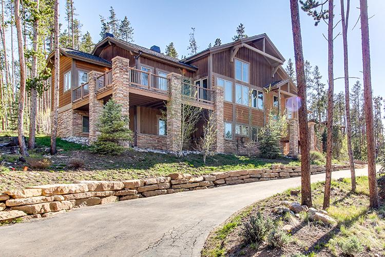 Colorado vacation home with beautiful mountain views