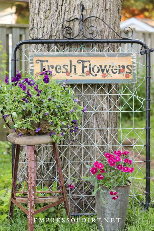 Creative, metal upcycle garden trellis ideas