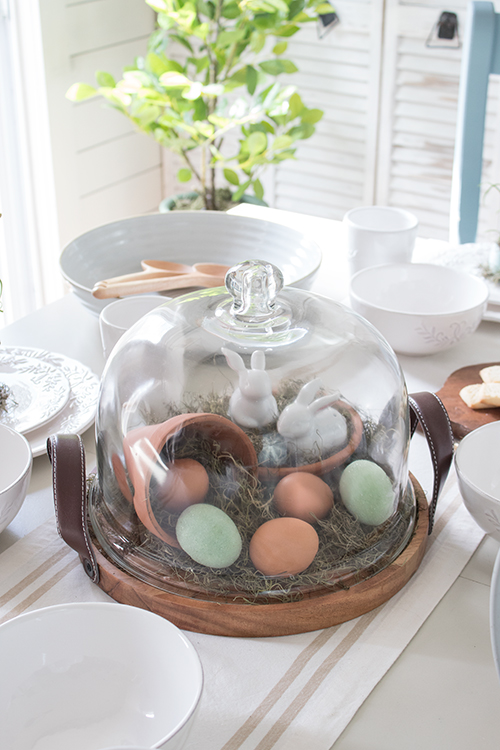 wooden cake plate with dome lid and carry handles