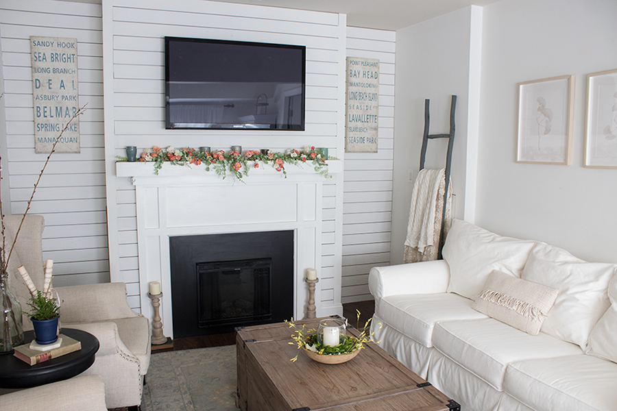 simple spring decor in an all white living room, decorating ideas