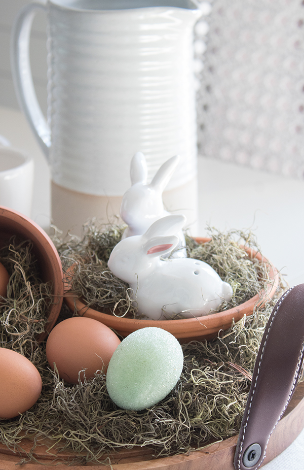 Easter salt and pepper shakers