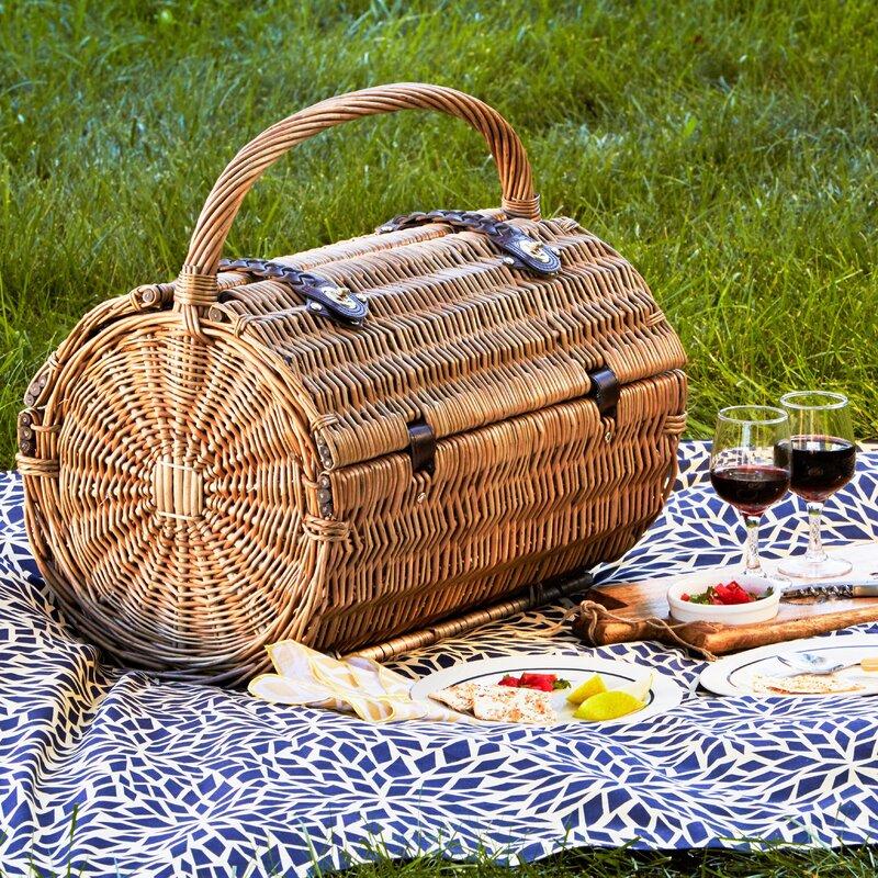 round picnic basket