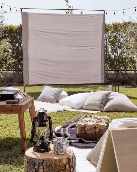 outdoor movie screen and projector