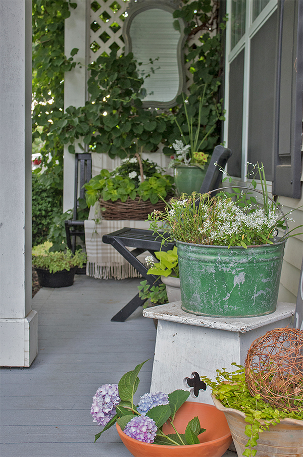 vintage style small front porch decorating ideas