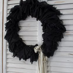 FI-Black-Halloween-wreath-DIY
