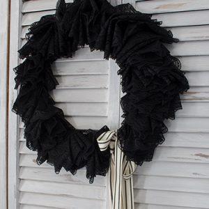 FI-Black-Halloween-wreath-DIY