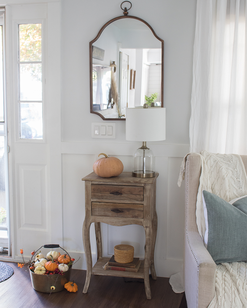 simple fall decorating in the entryway