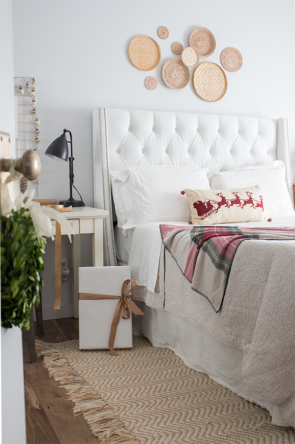 Christmas bedroom decorating ideas that are beautiful and funcitonal