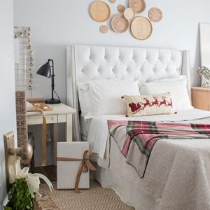FI-Christmas-decorating-bedroom