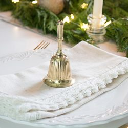 FI-Christmas-kitchen-table-decor-ideas