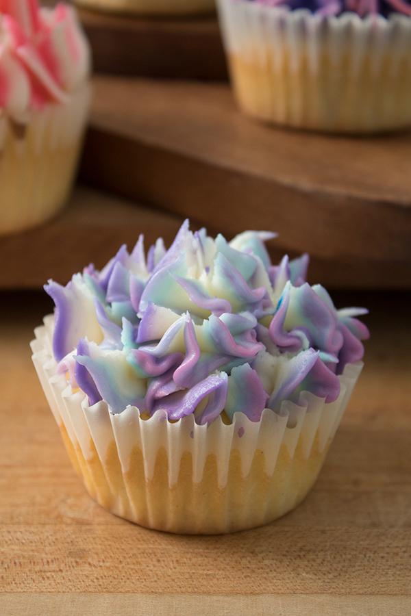 hydrangea icing flower cupcakes