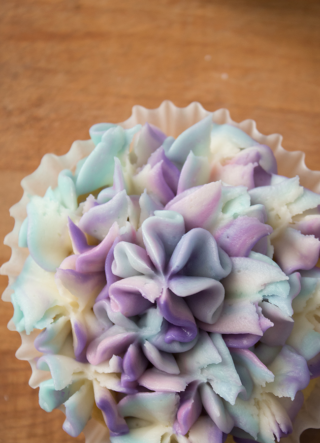flower cupcakes blue and purple