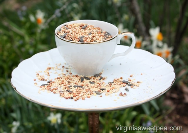 easy upcycle projects birdfeeder