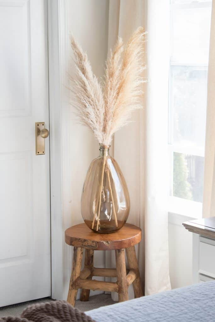 pampas-grass-in-amber-vase