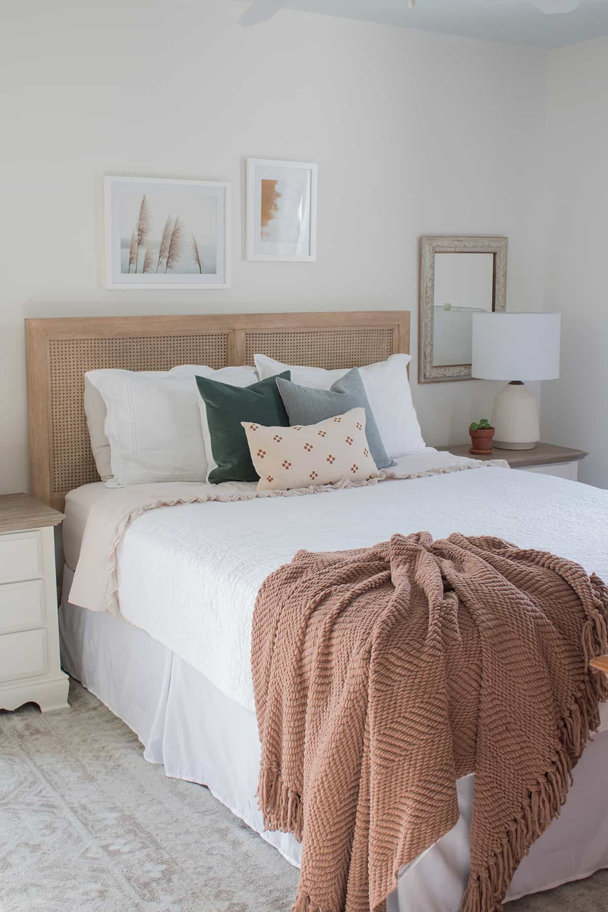 what-to-hang-over-bed-in-master-bedroom-ideas
