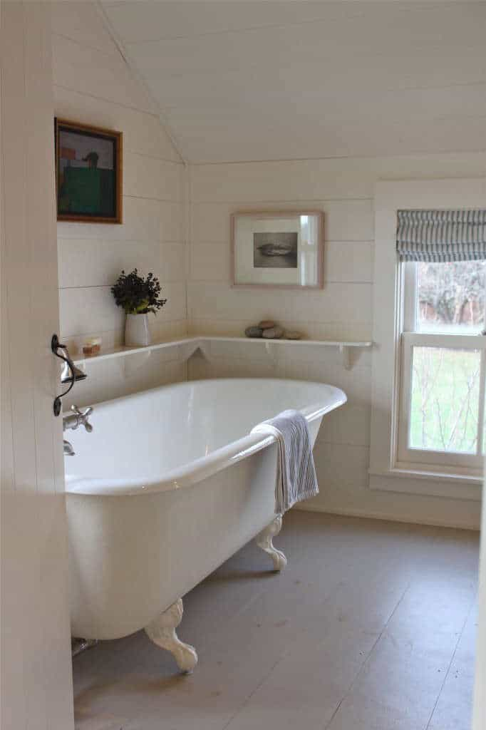 vintage bathroom clawfoot tub