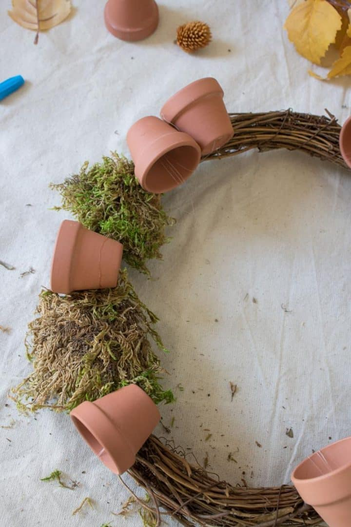 how to make a wreath with terracotta pots